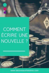 """Pin """"Comment écrire une nouvelle ?"""" écrit enblanc sur un rectangle bleu-vert. L'image en arrière-plan est un gros plan de touches d'une machine à écrire."""